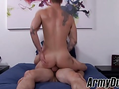 Musuclar soldiers Quentin Gainz and Rix fuckign and riding