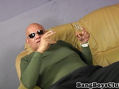 DILF cocksucks escort twink till cum in mouth
